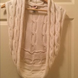 Faded Glory Arctic White Cable-knit Crochet Wrap.